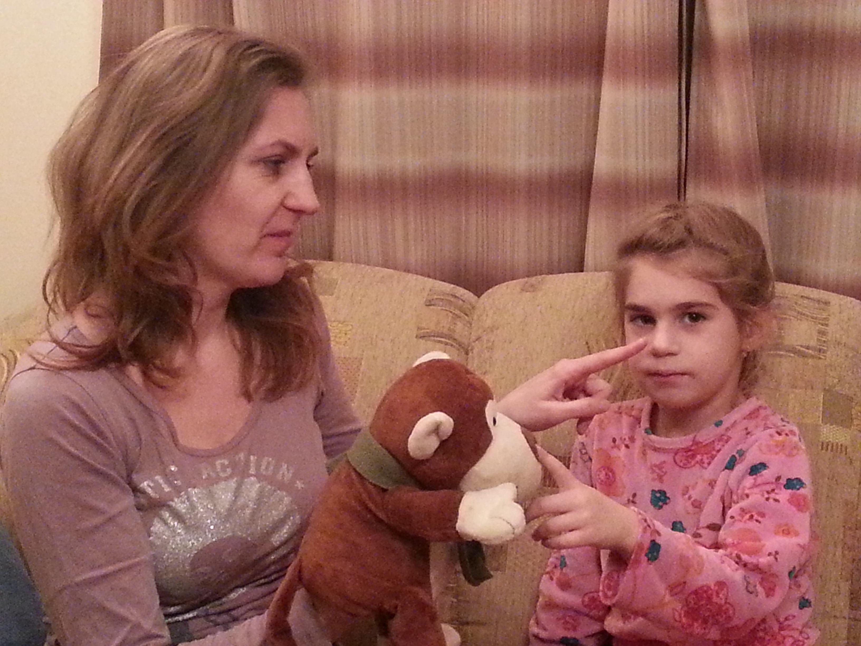 Így angolozunk mi – Margó és kislánya, Jázmin